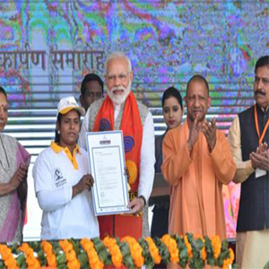 Prime Minister felicitates successful candidates from Skill India's Rozgar Mela organised in Varanasi: Extends them job offer letters from reputed Companies