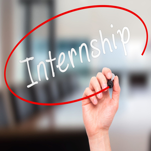 How do Internships Benefit College Students for Placements?