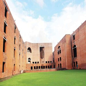 IIM Ahmedabad Establishes Centre for Transportation and Logistics Research